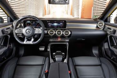 Mercedes-AMG A 35 (W177), Leder zweifarbig titangrau pearl/schwarz, Kraftstoffverbrauch kombiniert: xxx l/100 km, CO2-Emissionen kombiniert: xxx g/km // Mercedes-AMG A 35 (W177), Leather tita
