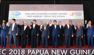 Apec leaders gather for photo shoot at the end of 'failed' summit in PNG