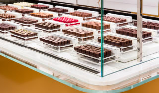 chocolate-sur-mesure-counter.jpg