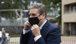 Labour leader Keir Starmer wearing a face mask.