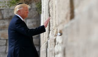 Trump touches Western Wall
