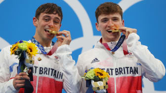 Team GB divers Tom Daley and Matty Lee pose with their gold medals