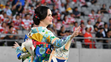 A performer in kimono at the Tokyo Stadium