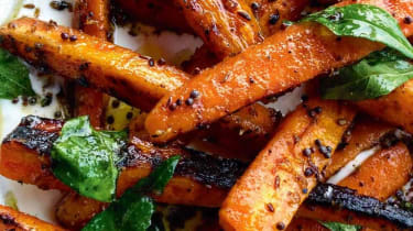 Barbecued marinated carrots