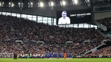Tottenham and Chelsea players and fans held a minute's applause in memory of Jimmy Greaves