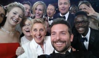 ellen-selfie-tweet.jpg
