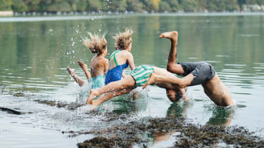 People jumping into the water © Therasea
