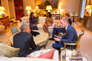 LONDON, ENGLAND - APRIL 22: Prince William, Duke of Cambridge speaks with US President Barack Obama as Catherine, Duchess of Cambridge speaks with First Lady of the United States Michelle Oba