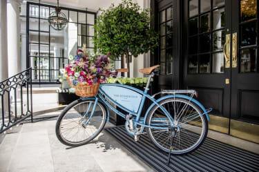Pashley bike at The Kensington hotel entrance