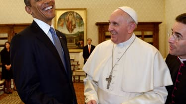 ALTERNATIVE CROP - Pope Francis (C) and US President Barack Obama exchange gifts during a private audience on March 27, 2014 at the Vatican. The meeting at the Vatican comes as a welcome rest