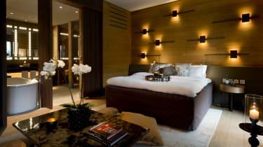 cam-rooms-grand_deluxe_room_v-1.jpg