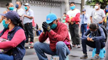 People queue for aid bonuses in Peru