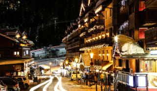 courcheval_1850_town_night.jpg