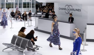 A model presents a creation for Chanelduring the 2016 Spring/Summer ready-to-wear collection fashion show, on October 6, 2015 at the Grand Palais in Paris. AFP PHOTO / PATRICK KOVARIK(Photo c