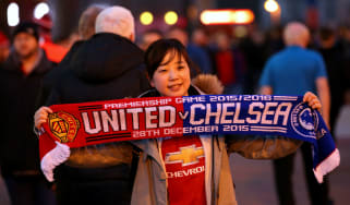 160302-manchester-united-fans.jpg