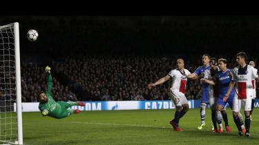 Paris Saint-Germain goalkeeper Salvatore Sirigu saves a free kick from Chelsea midfielder Frank Lampard