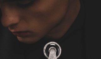 Lavalliäre Diamants brooch version