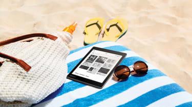 auraone_lifestyle_beachreading_homescreen_uk.jpg