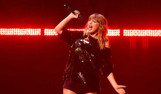 A man has reportedly robbed a bank in a bid to impress Taylor Swift