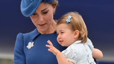 VICTORIA, BC - SEPTEMBER 24:(L-R) Catherine, Duchess of Cambridge and Princess Charlotte of Cambridge arrive at Victoria International Airport on September 24, 2016 in Victoria, Canada.(Photo