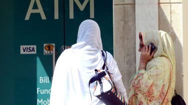 150904_women_outside_bank_in_pakistan.jpg