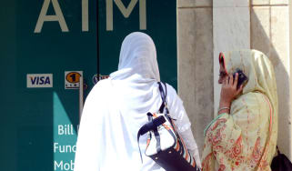 150904_women_outside_bank_in_pakistan.jpg