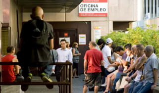 Unemployed workers wait outside a government job centre in Madrid July 29, 2011. Spain's battered economy suffered more bad news as Moody's threatened to downgrade the country's rating and th