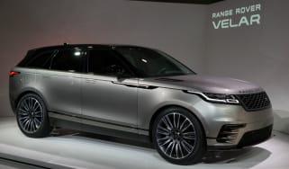 Range_Rover_Velar_at_Geneva_2017