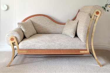 Asymmetric sofa with popcorn pattern