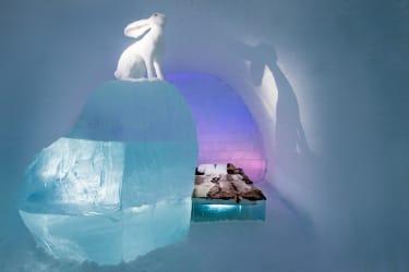 Art suite - Follow the White RabbitAnnaSofia Mååg & Niklas Byman ICEHOTEL 28Photo by - Asaf Kliger