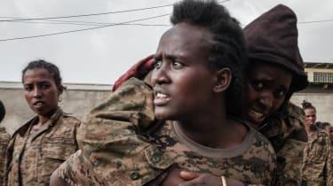 Captured Ethiopian troops arrive at the Mekele Rehabilitation Center