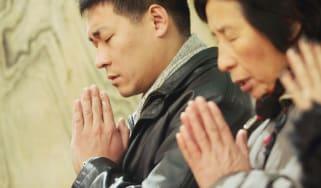 chinese christians praying