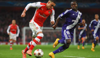 Alex Oxlade-Chamberlain of Arsenal takes on Frank Acheampong of Anderlecht