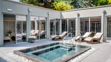 The open-air hydrotherapy pool