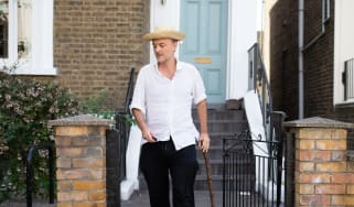Dominic Cummings leaves his London home