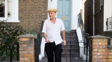 Dominic Cummings leaves his London home