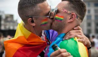 wd-gay_kiss.jpg