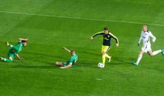 Mesut Ozil scores for Arsenal against Ludogrets