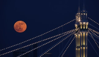 Full moon over Albert Bridge