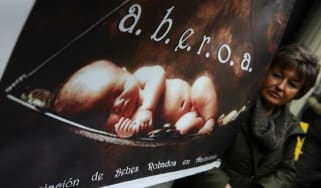 An A.B.E.R.O.A association (Andalucian Stolen Babies Association) demonstration in Madrid in 2012