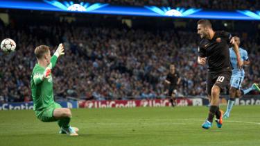 Francesco Totti chips Joe Hart, Roma v Man City