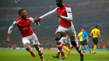 LONDON, ENGLAND - NOVEMBER 26:Yaya Sanogo (R) of Arsenal celebrates with teammate Alex Oxlade-Chamberlain (L) after scoring the opening goal during the UEFA Champions League Group D match bet