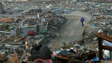 japan tsunami destruction debris