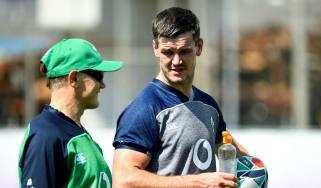 Ireland head coach Joe Schmidt speaks with fly-half Jonathan Sexton during training
