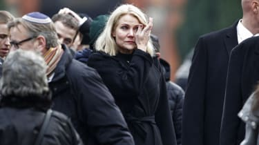 Danish Prime Minister Helle Thorning-Schmidt (C) attends the burial of Dan Uzan, Jewish victim of the February 15, 2015 attacks, at the Vestre Kirkegaard cemetery in Copenhagen on February 18