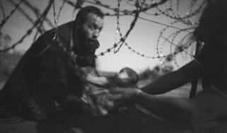 Warren Richardson - Hope for New Life, showing refugees at the Hungarian border
