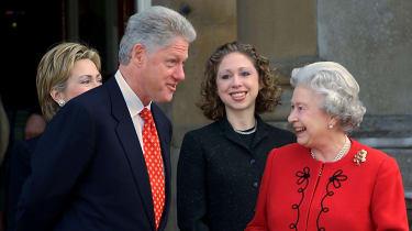 Bill Clinton talks to the Queen
