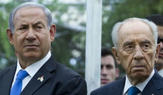 Benjamin Netanyahu (Left) stands next to Shimon Peres (Right)