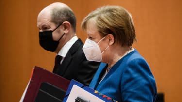 SPD leader Olaf Scholz with CDU Chancellor Angela Merkel