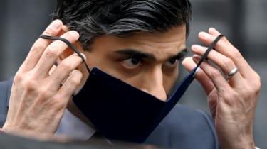 Rishi Sunak removes face mask